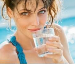 Учимся правильно пить воду для стройной фигуры