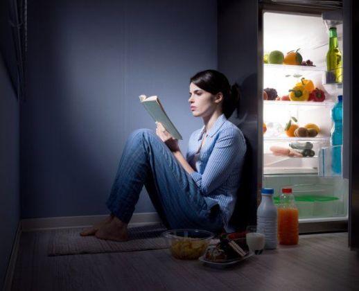 вечером у холодильника