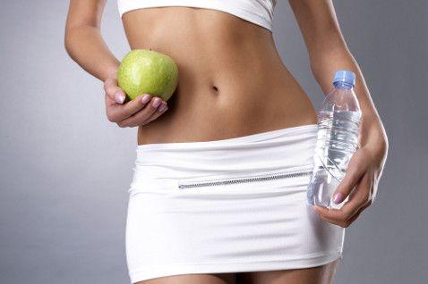 яблочко и бутылка воды