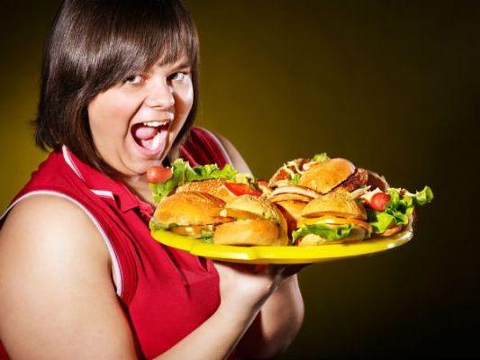 толстушка с гамбургерами