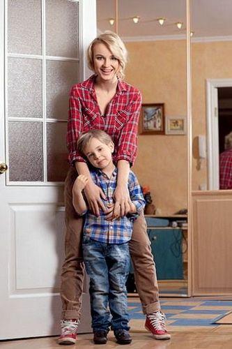 гагарина дома с сыном