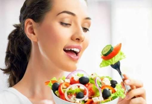салат на вилке