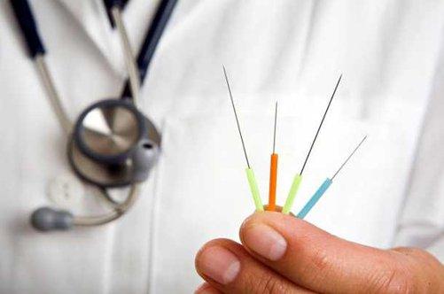 доктор с иглами